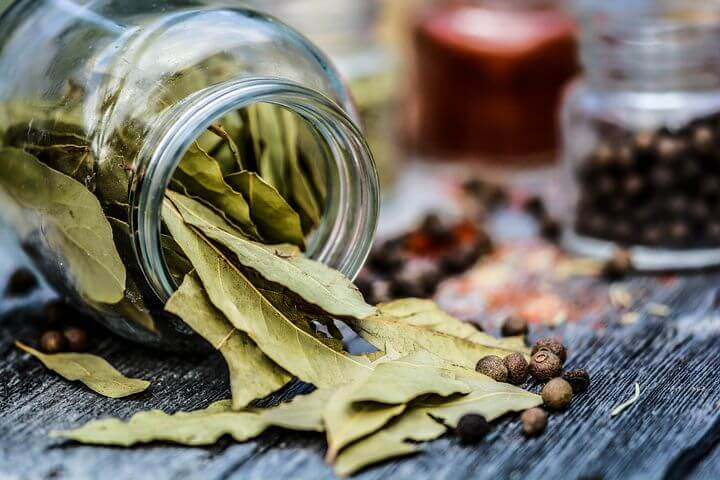 Beauty hack: Natural face tonic with a bay leaf