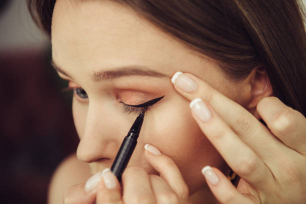 Putting perfect eyeliner