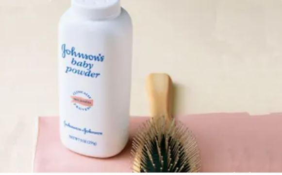 College Beauty Hacks: Baby Powder As A Dry Shampoo