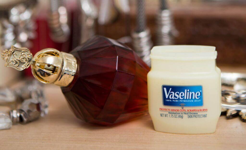 College Beauty Hacks: Perfume And Vaseline Life Hacks