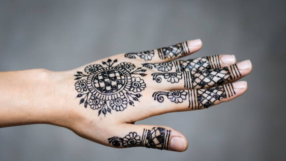 person-s-flower-hand-tattoo-2659251 (1)