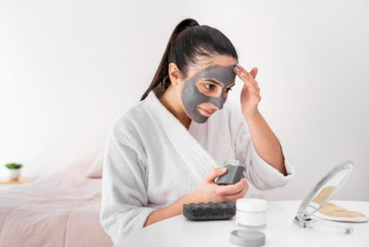 DIY face mask for winter skin
