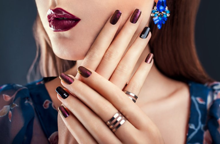 Pros and cons of gel nail
