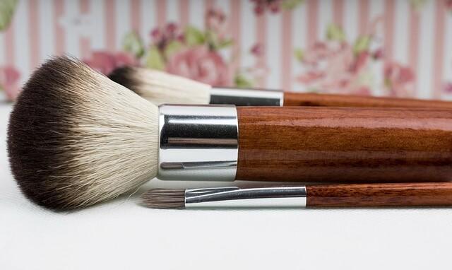 Foundation Brush vs Beauty Blender