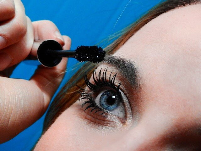pros and cons of eyelash transplantation