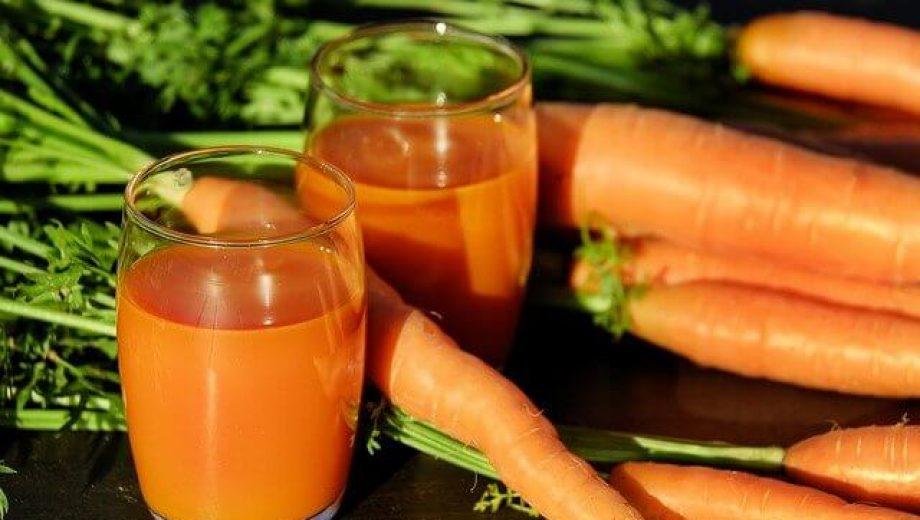 carrot-juice-g6d6965fbb_640 (1)
